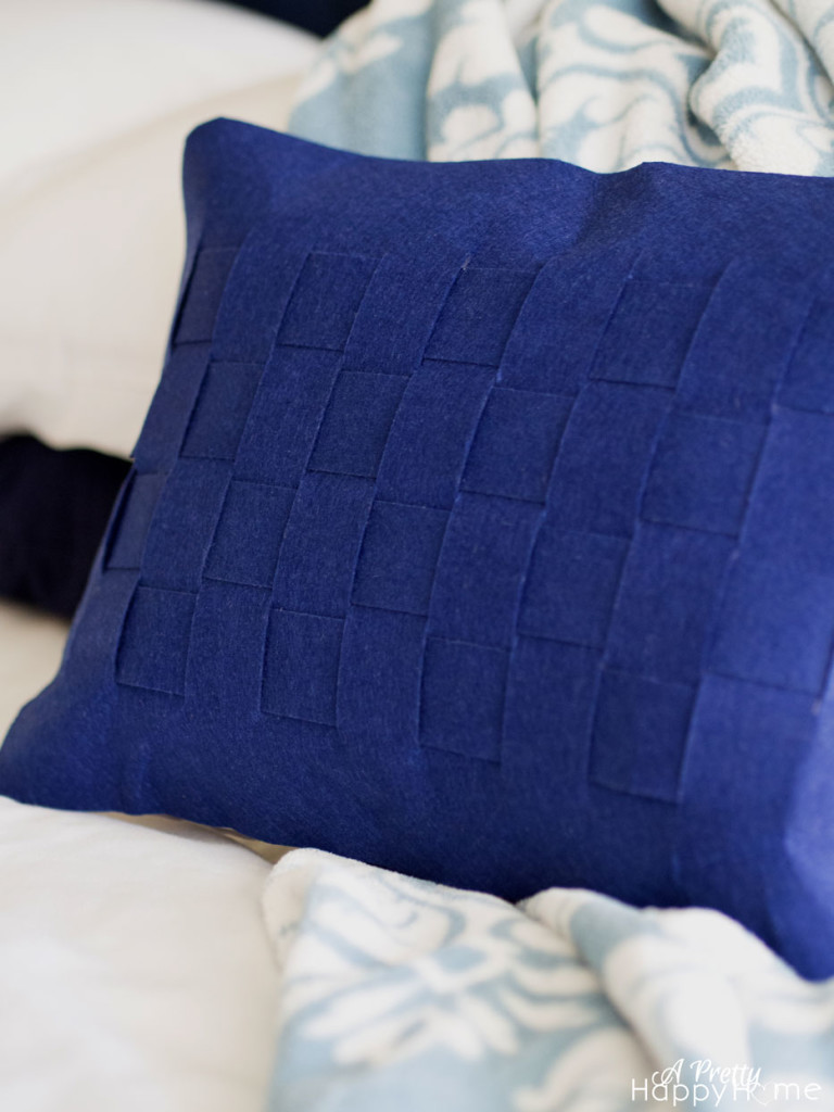 How To Make A Basket Weave Pillow : Scalloped and basket weave felt pillow no sew a pretty